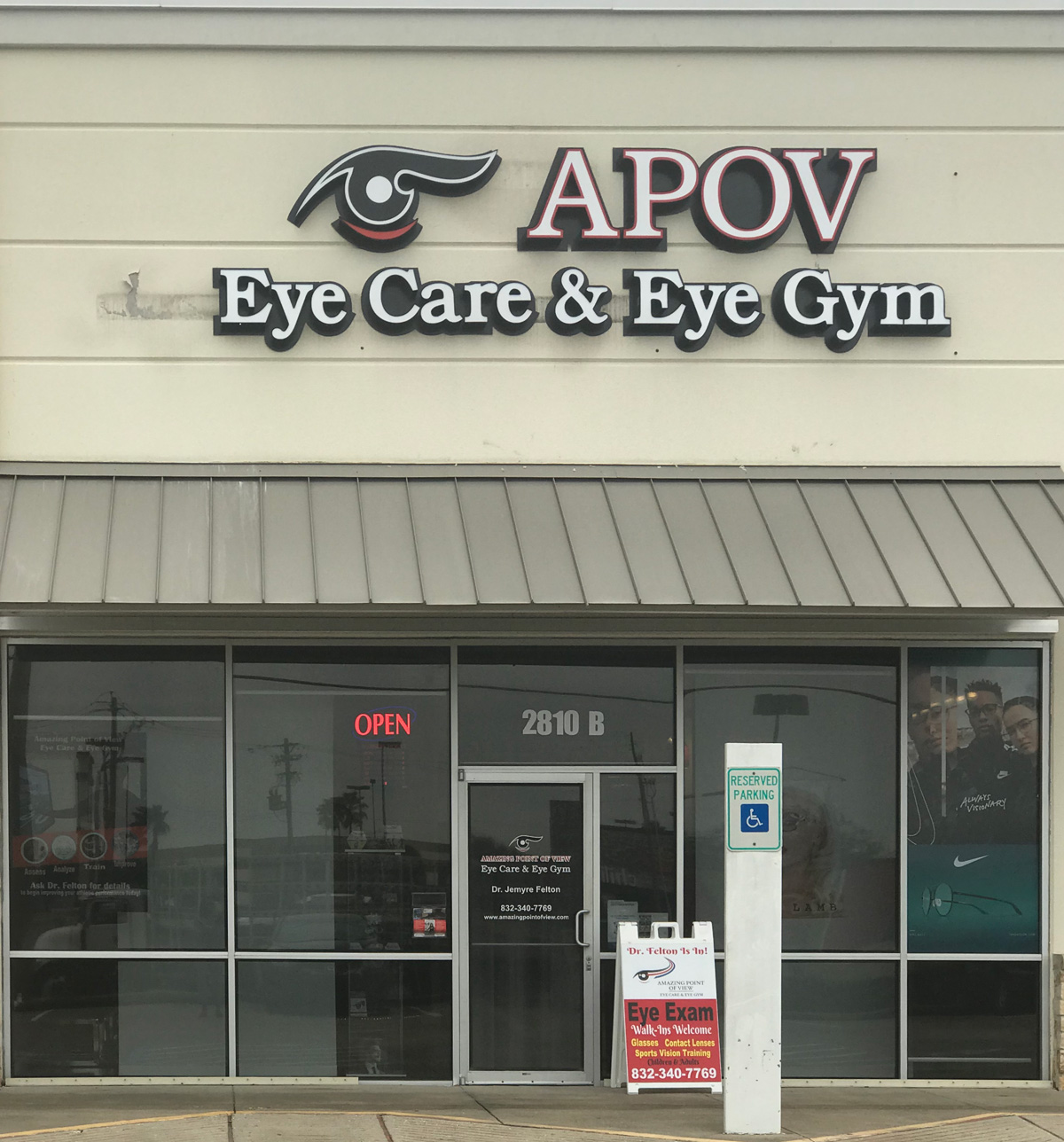 Optometrist in League City, TX